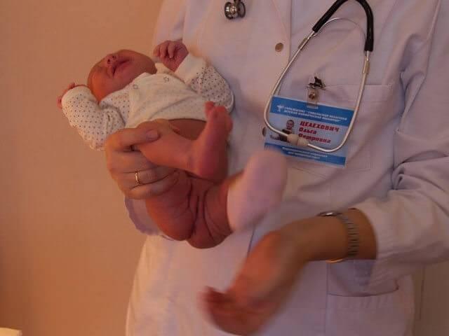 Правильно подмываем новорожденного: советы для мам мальчиков и девочек