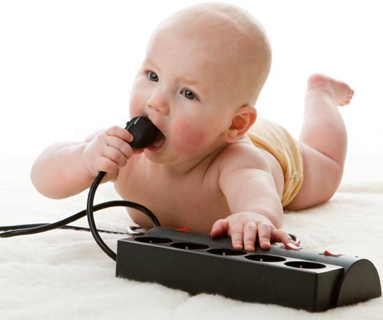 Как максимально обезопасить дом, если у вас есть маленький ребенок?