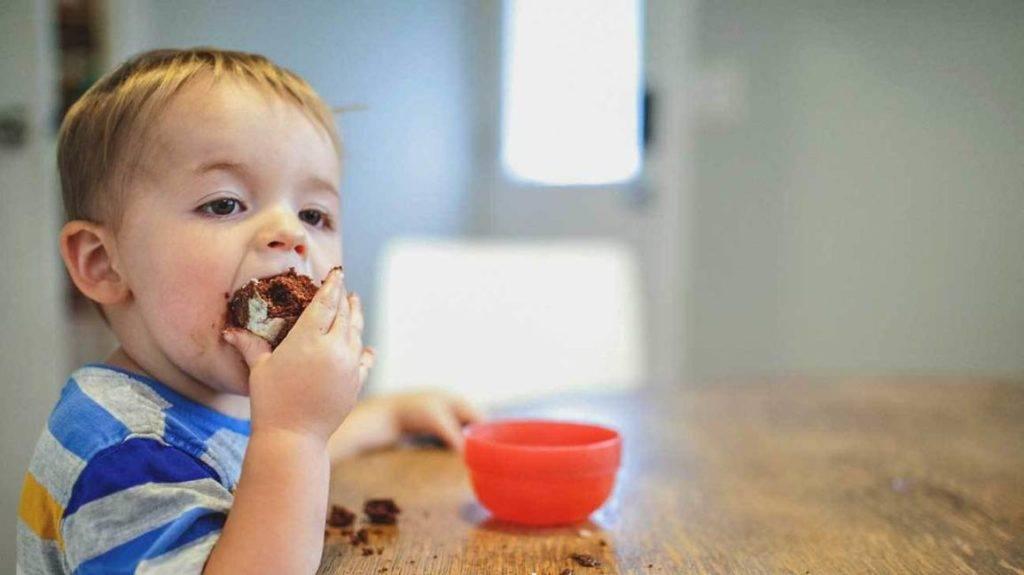 Ребенок ест только под мультики