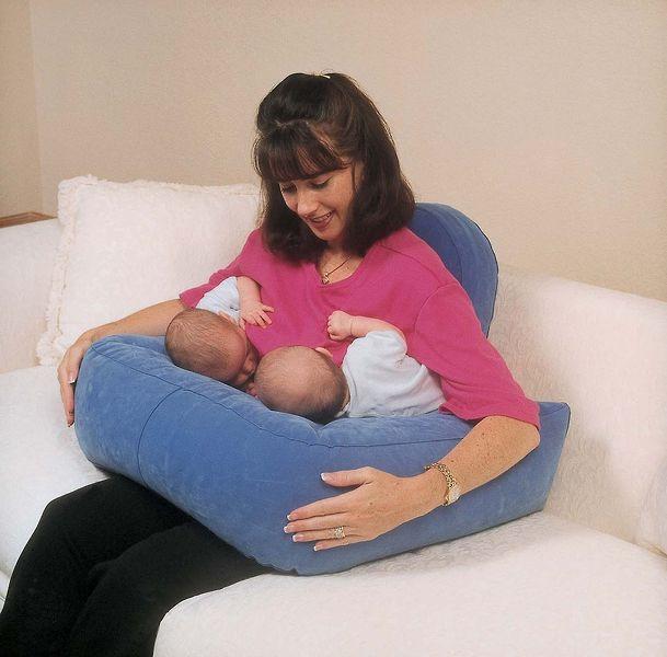 Как кормить грудью близнецов?. наш ребенок.
