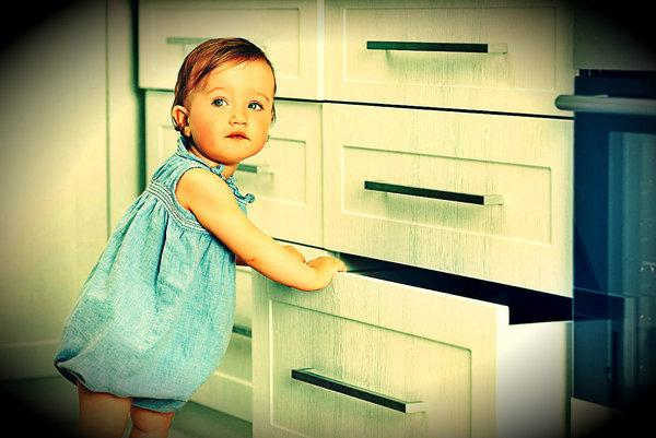 Безопасный дом для ребенка: приспособления для защиты детей | дом мечты