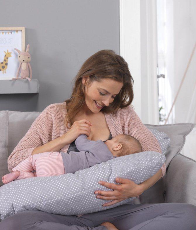 Кормим грудничка правильно: техника прикладывания к груди