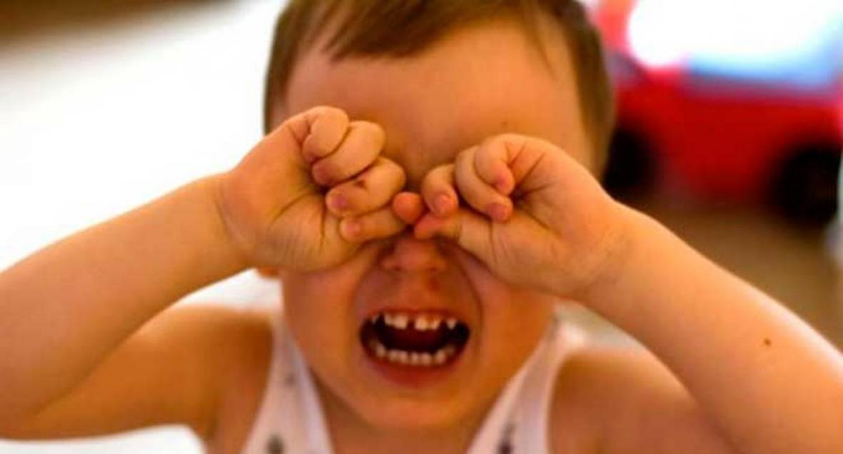 Травматичные для детской психики посещения детского сада: почему ребенок сильно плачет и что с этим делать?