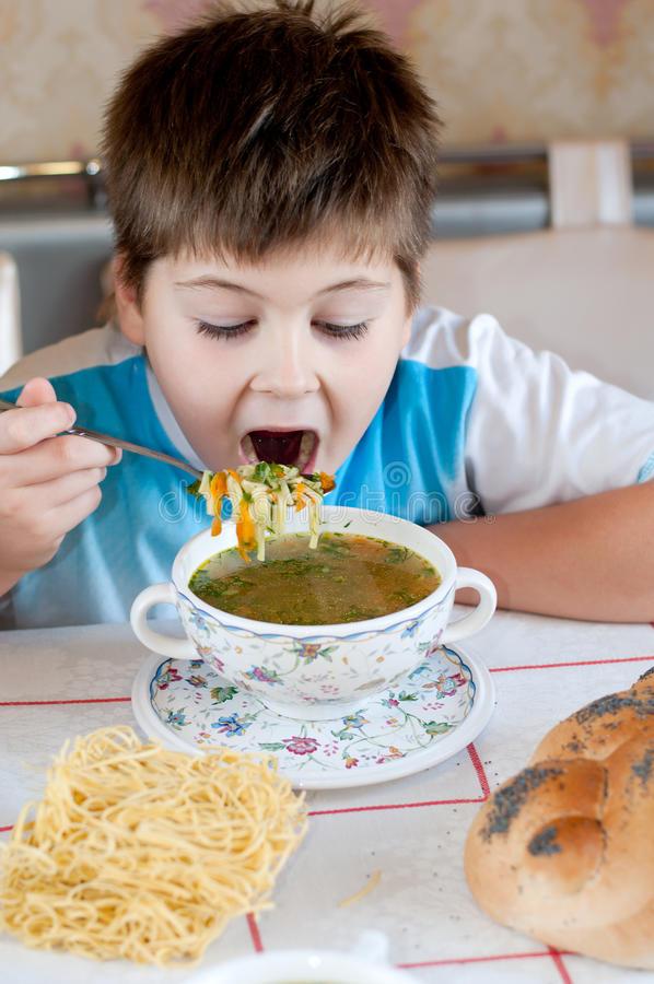 Что делать, если ребёнок не ест суп?