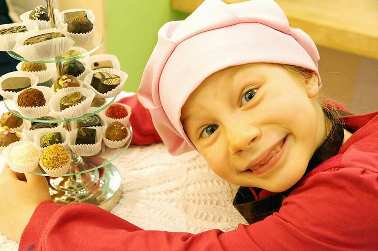 Полезны ли сладости детям? можно ли давать сладкое ребенку? | советы для мам