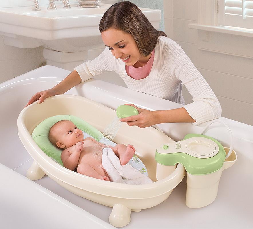 Ванночка для купания новорожденных: основные виды и критерии выбора