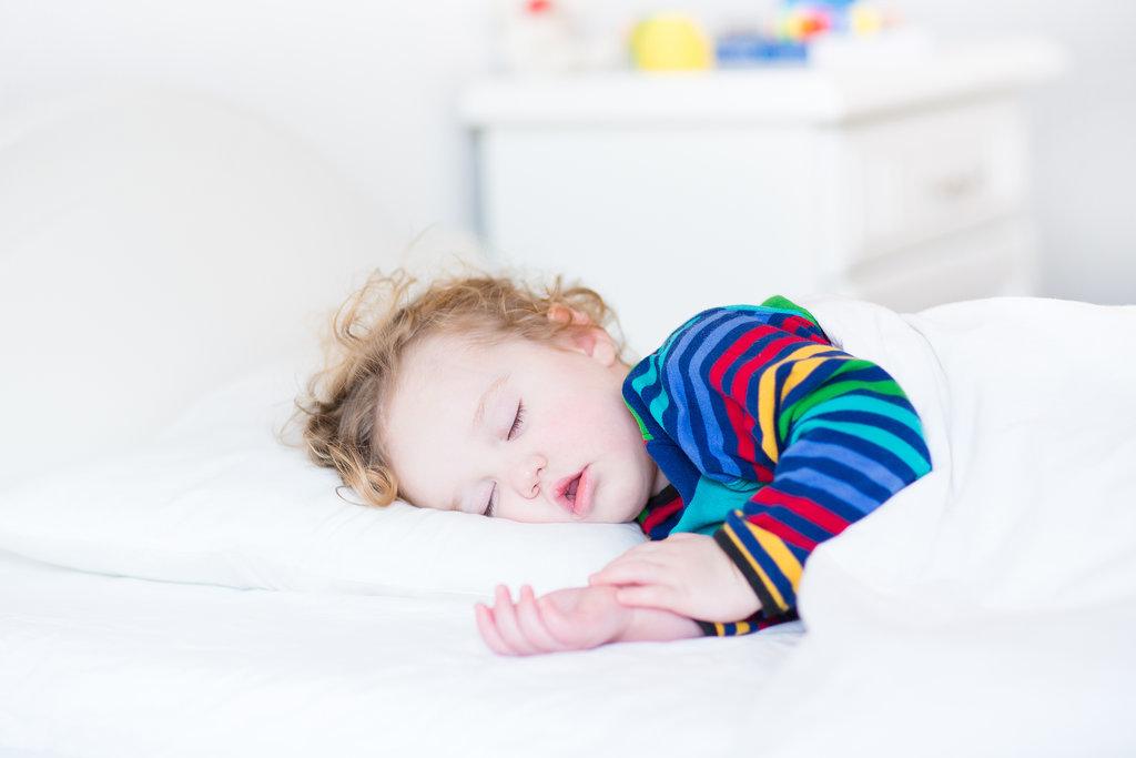 Самостоятельное засыпание ребёнка: пошаговое руководство